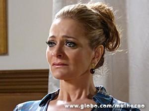 Maura também não segura a emoção e chora ao ouvir desabafo do filho (Foto: Malhação / TV Globo)