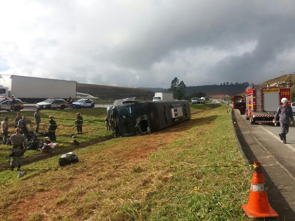 Ônibus da Força Nacional se envolve em acidente na BR-040 em Juiz de Fora