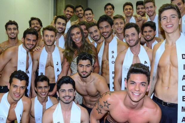 Nicole Bahls nos bastidores do Mister Mundo São Paulo 2015 (Foto: Leo Franco / AgNews)
