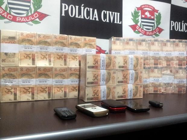 Polícia Civil em Americana apreende R$ 1,5 milhão dentro de veículo no Campinas Shopping (Foto: Isabela Leite/ G1 Campinas)