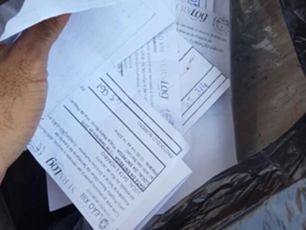 Fiscalização também apreendeu documentos sobre distribuição (Foto: Divulgação/Coordenadoria de Fiscalização de Propaganda Eleitoral)
