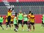 Em dia de treino técnico e tático, Argel escala Bruno Ramires entre os titulares