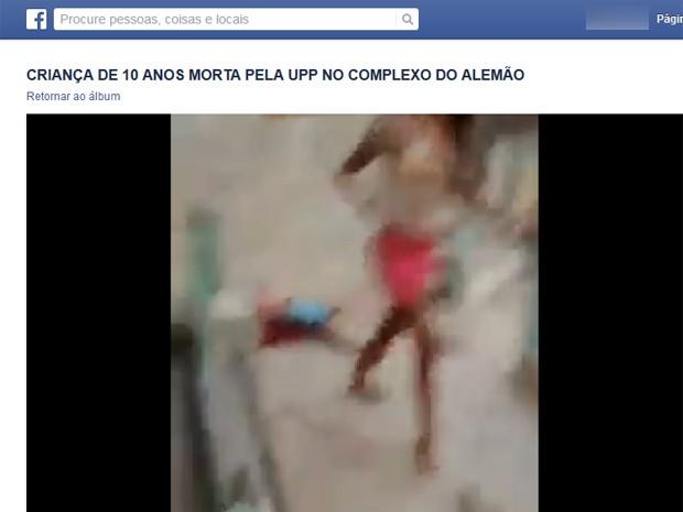 Vídeo mostra corpo do menino no chão (Foto: Reprodução / Facebook)