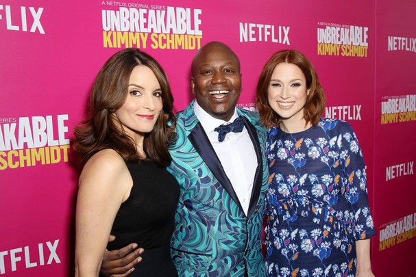 "Tina Fey, Titus Burgess e Ellie Kemper, de ""Unbreakable Kimmy Schmidt"" (Foto: Reprodução/Facebook)"