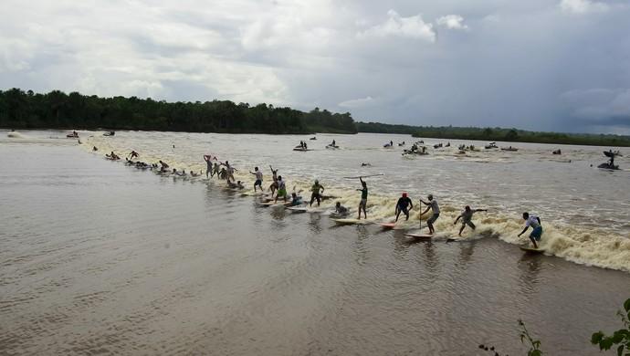 Surf na Pororoca (Foto: Tarso Sarraf/O Liberal)