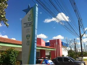 O caso foi registrado no 15º Distrito Integrado de Polícia (DIP) (Foto: Adneison Severiano/G1 AM)