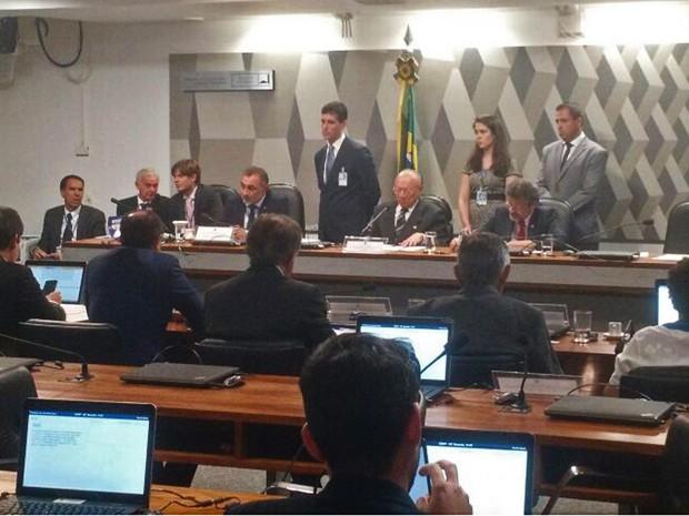 Conselho de Ética aprova relatório do senador Telmário Mota (PDT-RR) que recomenda a cassação do ex-líder do governo Delcício do Amaral (sem partido-MS) (Foto: Laís Alegretti / G1)