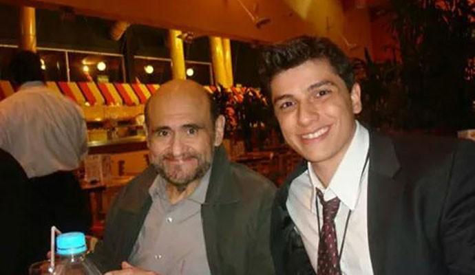 Felipe Miguel posa ao lado de Edgar Vivar, intéprete do Senhor Barriga em 'Chaves'