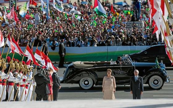 Dilma e Temer sobem a rampa do Palácio do Planalto na cerimônia de posse,em 2015 (Foto:  Romerio Cunha/Presidência)