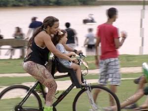 Empresários alugam bicicletas para frequentadores do Parque Cesamar (Foto: Reprodução/TV Anhanguera)