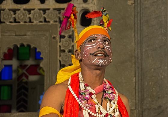 O chefe dos demônios Bhinyavad, depois de expulsar os deuses védicos do céu, precisa enfrentar Ambav, deusa criada por Brahma, Vishnu e Shiva (Foto: © Haroldo Castro/Época)
