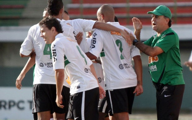 Marcelo Oliveira com o grupo do Coritiba (Foto: Divulga&#231;&#227;o / Coritiba)