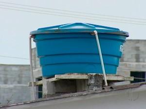 Caixa de água em Mogi das Cruzes (Foto: Reprodução/TV Diário)