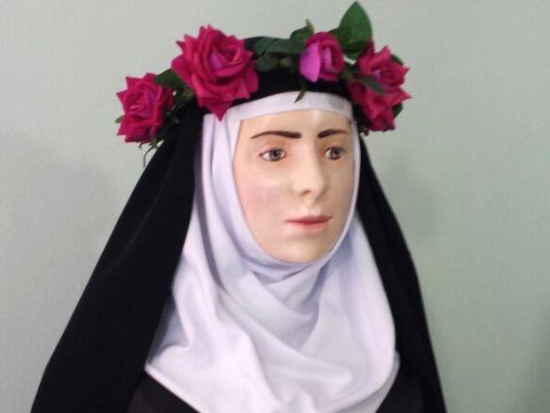 Busto foi apresentado durante cerimônia em Guarujá, SP (Foto: Divulgação)