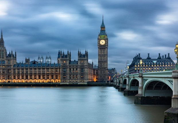 O Big Ben e o Parlamento britânico em Londres Reino Unido