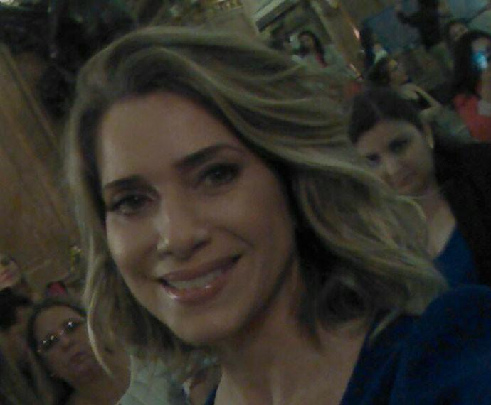 Sempre linda, Letícia Spiller arrasa na foto (Foto: Gshow)