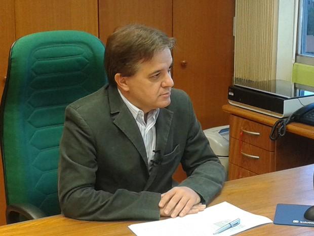 Prefeito de São José admitiu erro na cotação do pacote de palitos e aplicou multa à empresa. (Foto: Fernando Alves/TV Vanguarda)