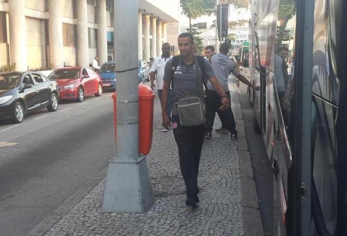 Vasco chegada Santos Dumont (Foto: Thiago Lima / GloboEsporte.com)