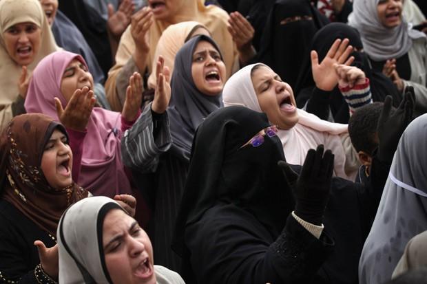 Mulheres egípcias durante protesto no Cairo: para a ativista Maissan Hassan, pouco mudou em relação aos direitos femininos no país após a Primavera Árabe (Foto: Getty Images)