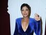 Aos 47 anos, Toni Braxton abusa do decote e da fenda em premiação