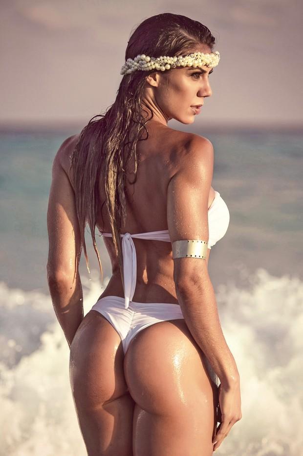 Muscle girl with massive cock jerk off futanari 6