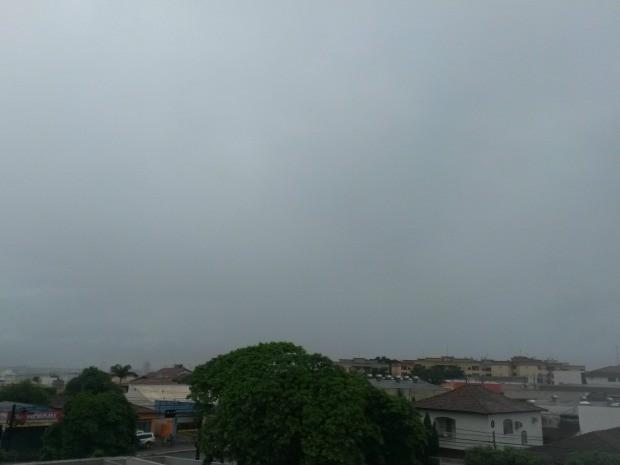 Céu de Campo Grande na tarde desta quarta-feira (26) (Foto: Glaucea Vaccari/G1 MS)