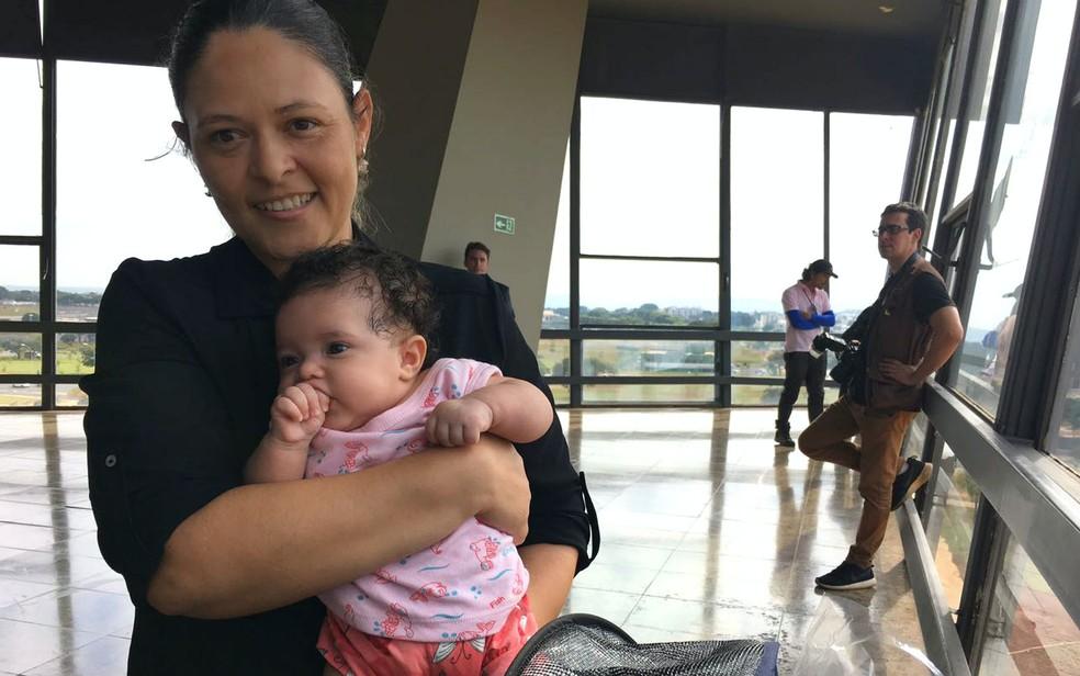 A professora Suzy Margarete Machado, de 34 anos, é doadora de leite em Brasília (Foto: Luiza Garonce/G1)