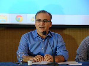 Prefeito anuncia criação de corredores exclusivos e terminais de integração (Foto: Gil Oliveira/ G1)