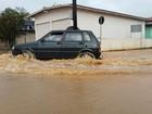 Chuva alaga ruas e causa estragos em cidades de SC nesta terça-feira
