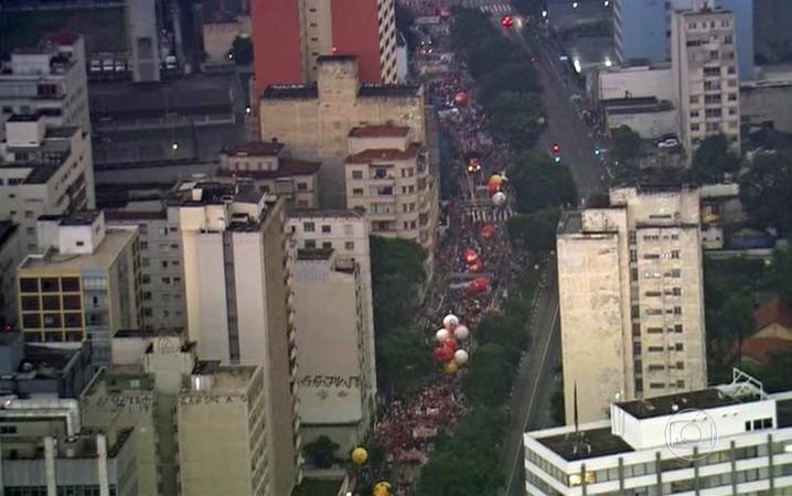 SÃO PAULO: Manifestantes desceram a Rua da Consolação em direção à Praça da República.