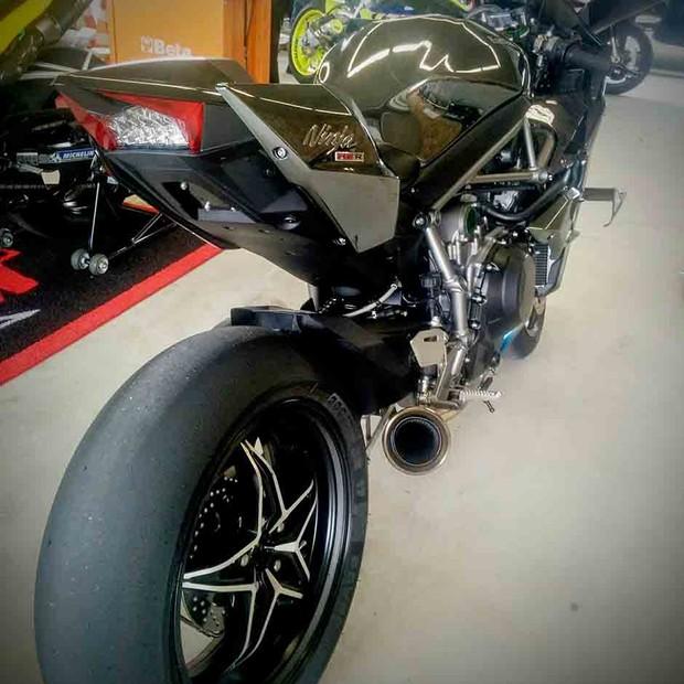 Kawasaki Ninja H2R (Foto: Alexandre Izo/AE)