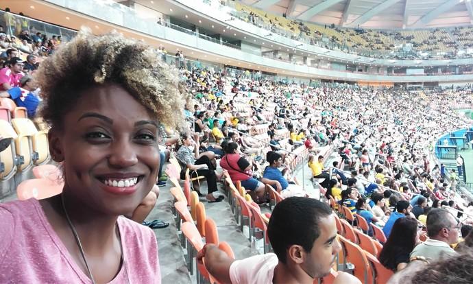 Jaque Santtos acompanha jogo de futebol na Olimpíada em Manaus (Foto: Arquivo Pessoal)