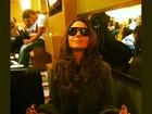 Giovanna Antonelli faz 'meditação' enquanto espera por voo