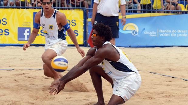 Álvaro Filho e Thiago são vice-campeões da etapa de Belo Horizonte do Circuito Brasileiro de vôlei de praia (Foto: Mauricio Kaye / CBV)