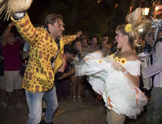 Os noivos dançando (Foto: Divulgação / Felipe Panfili)