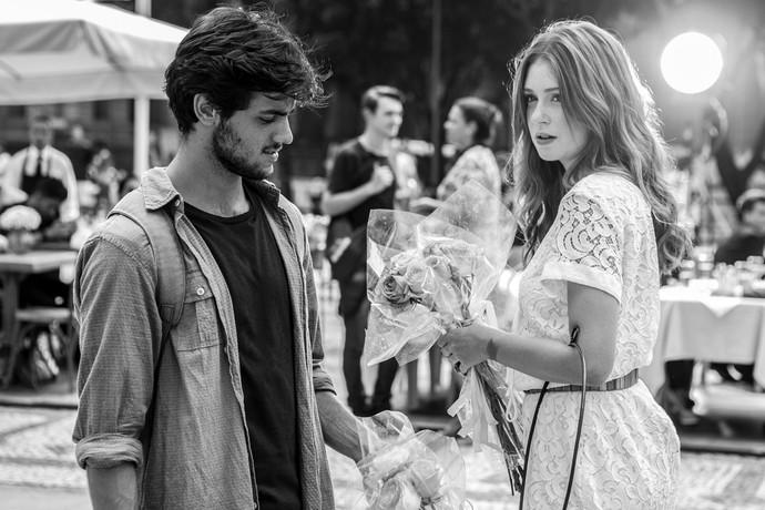 Registro de cena romântica entre Jonatas e Eliza (Foto: Fábio Rocha / Gshow)