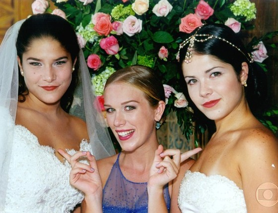 Ludmila Dayer posa entre Priscila Fantim e Samara Felippo nos bastidores de Malhação, em 1995  (Foto: Rede Globo)