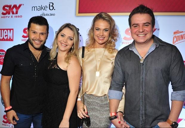 Marcos e a mulher, Lucilene, Thais Pacholek e o noivo, Belutti (Foto: Deco Rodrigues/Ed.Globo)