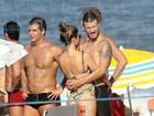 Ownnnn... Fernanda Lima e Rodrigo Hilbert namoram em dia de praia