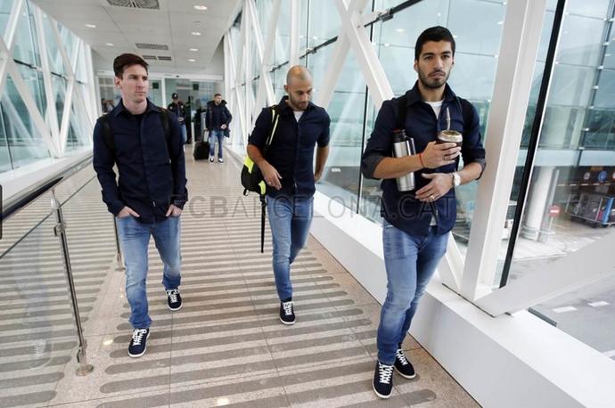 Luis Suárez, Messi e Mascherano viagem Barcelona (Foto: Miguel Ruiz / Barcelona)