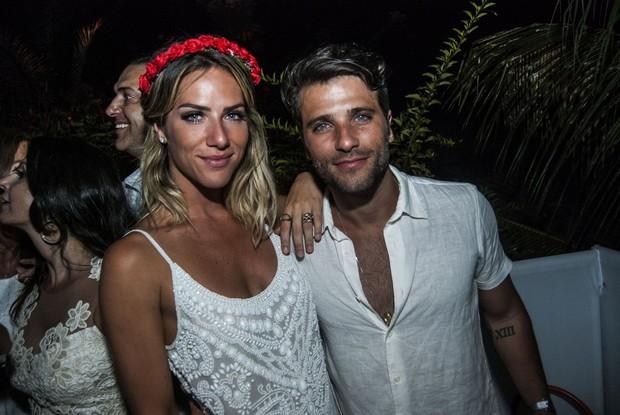 Bruno Gagliasso e Giovanna Ewbank em festa de réveillon em Fernando de Noronha  (Foto: Marcelo Loureiro / AgNews)
