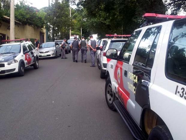 Polícia Civil e Militar investigam morto de agrônomo em Campinas (Foto: Luciano Calafiori/G1)