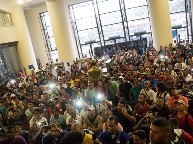 Trabalhadores ocupam o prédio da justiça do trabalho, no Rio de Janeiro. (Foto: Divulgação)