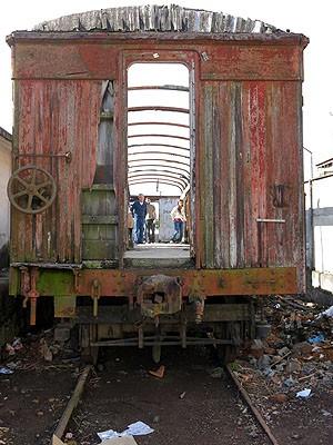 Vagão em ruínas em Barbacena (Foto: Programa Memória Trem / Divulgação)