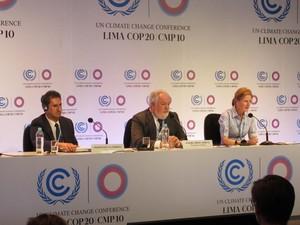 Miguel Cañete, ao meio, disse que contribuições a serem apresentadas têm que constar apenas corte de emissões; países em desenvolvimento, incluindo o Brasil, são contrários (Foto: Eduardo Carvalho/G1)