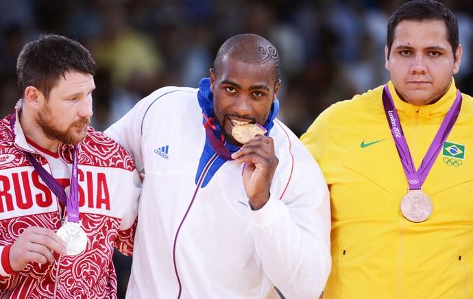 Judocas Teddy Riner, Alexandre Mikhaylin e Rafael Silva (Foto: Agência AFP)