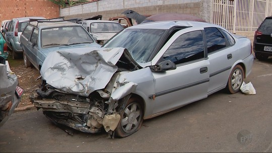 Duas mulheres morrem em batida de carro na MG-179, em Poço Fundo, MG