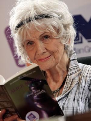 A escritora canadense Alice Munro durante evento em Dublin, na Irlanda, em 2009 (Foto: AFP PHOTO/ Peter Muhly)