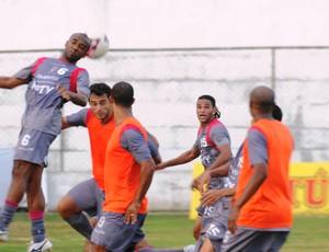 Jogadores do Santa Cruz durante treino em Paulista (Foto: Terni Castro/Globoesporte.com)
