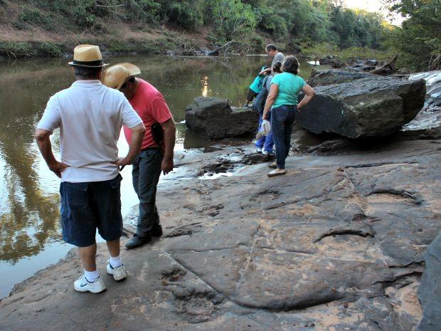 Pegadas de dinossauros no geossítio de Nioaque estão entre os destaques do geoparque.  (Foto: (Foto: Geopark Bodoquena Pantanal/Arquivo))